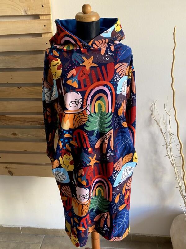 Sukienka z kapturem modern art