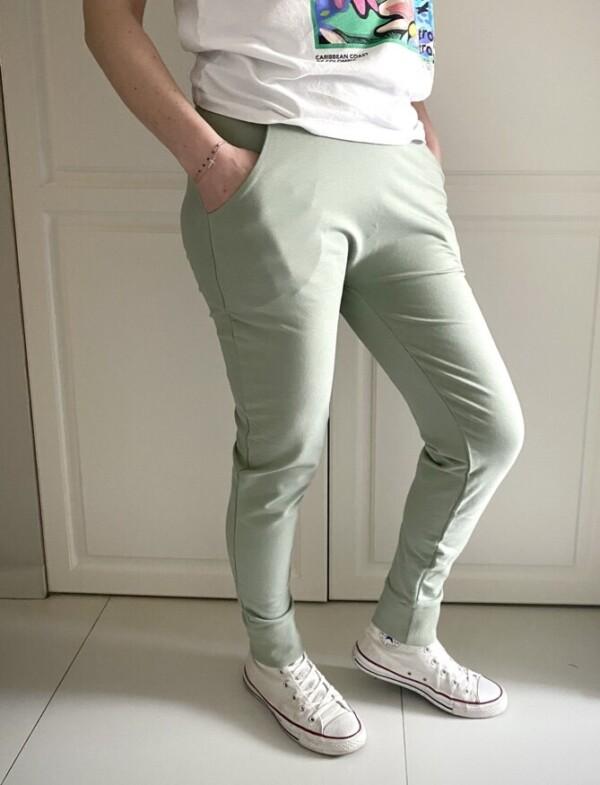 Pistacjowe spodnie baggy