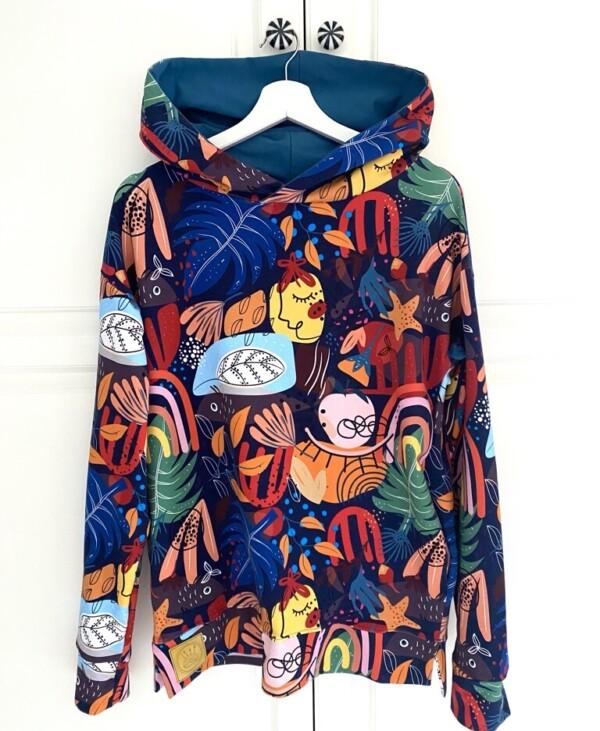 Bluza z kapturem modern art